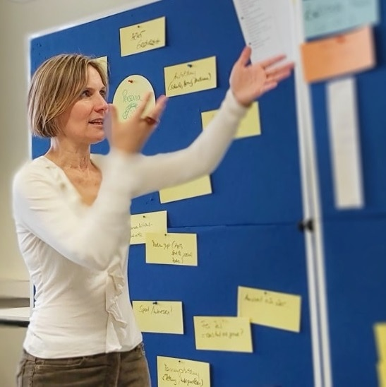 Christine als Trainerin In der Nochmal _Secondhand-Kaufhaus der BSR